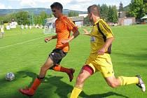 Losinský Jakub Zatloukal (vlevo) v utkání s Hlučínem