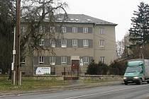 Bývalé zemědělské učiliště v Lošticích je prázdné od podzimu 2012, kdy se škola sloučila se Střední technickou školou v sousední Mohelnici.
