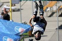 Letní akrobacie na lyžích ve Štítech