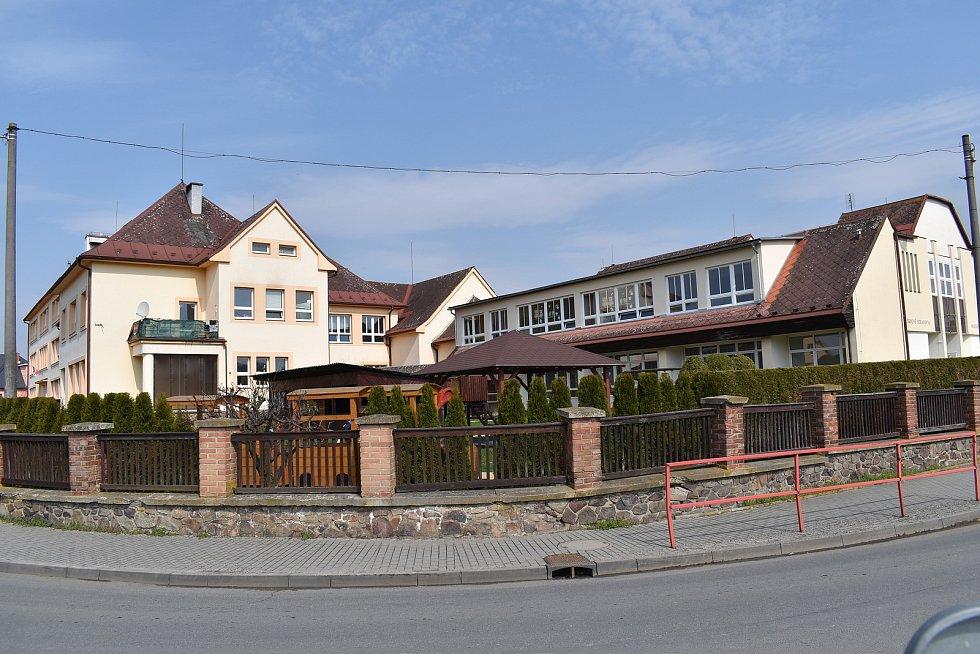 Město Úsov - škola a školka.