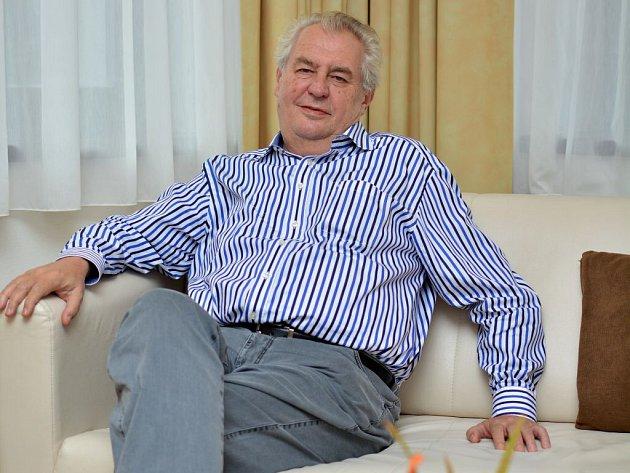 Prezident Miloš Zeman navštívil o třetím říjnovém víkendu lázně ve Velkých Losinách. Odpočíval tu a rehabilitoval.