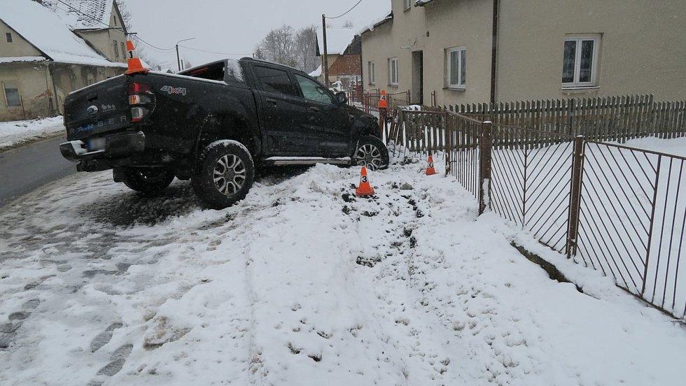 Nehoda fordu v Bělé pod Pradědem - 15. 4. 2021