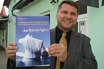 Zábřežský filmař Martin Strouhal s nejnovější knihou o Janu Welzlovi, které dal název Svoboda pod bodem mrazu