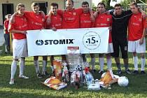 Vítězný tým Stomixu pózuje s cenami po absolvování turnaje Gambrinus Gold Cup.