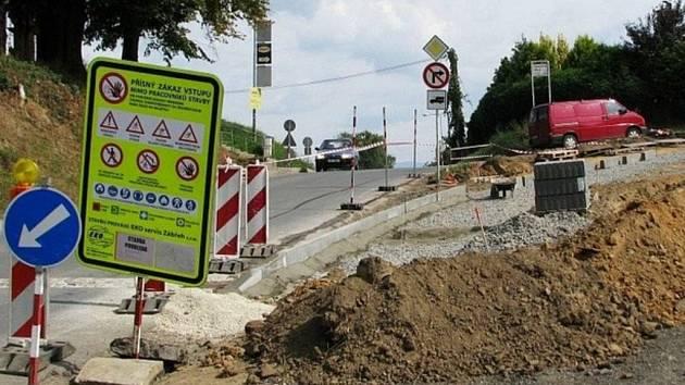 Rekonstrukcí prochází v těchto dnech nepřehledná křižovatka Bezručovy a Dvorské ulice v Zábřehu.