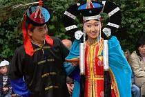 Mongolský soubor představil exotické tance své země, představil i vzácné nástroje.
