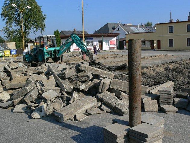 Autobusové nádraží v centru Mohelnice se proměnilo ve staveniště.