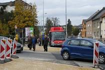 Přechod přes Zahradní ulici na autobusovém nádraží v centru Zábřehu už nechalo město zúžit a nasvětlit. Přibude k němu ještě jedna zebra přes Valovou ulici.