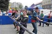 První máj v centru Šumperka nalákal spoustu lidí, hlavně děti si užívali různé atrakce.
