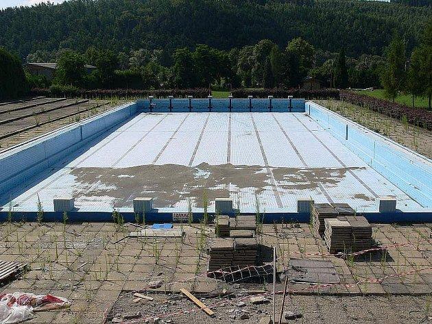 Zábřežský venkovní bazén na archivním snímku.
