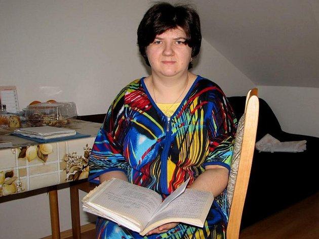 Olga má vážné zdravotní problémy. V její azbukou psané dokumentaci se ale český lékař nevyzná.