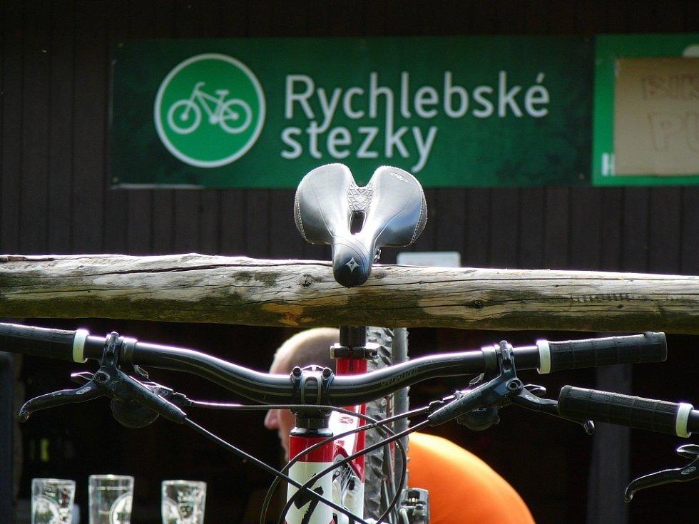 Redaktor Deníku vyzkoušel jízdu na horském kole po Rychlebských stezkách.