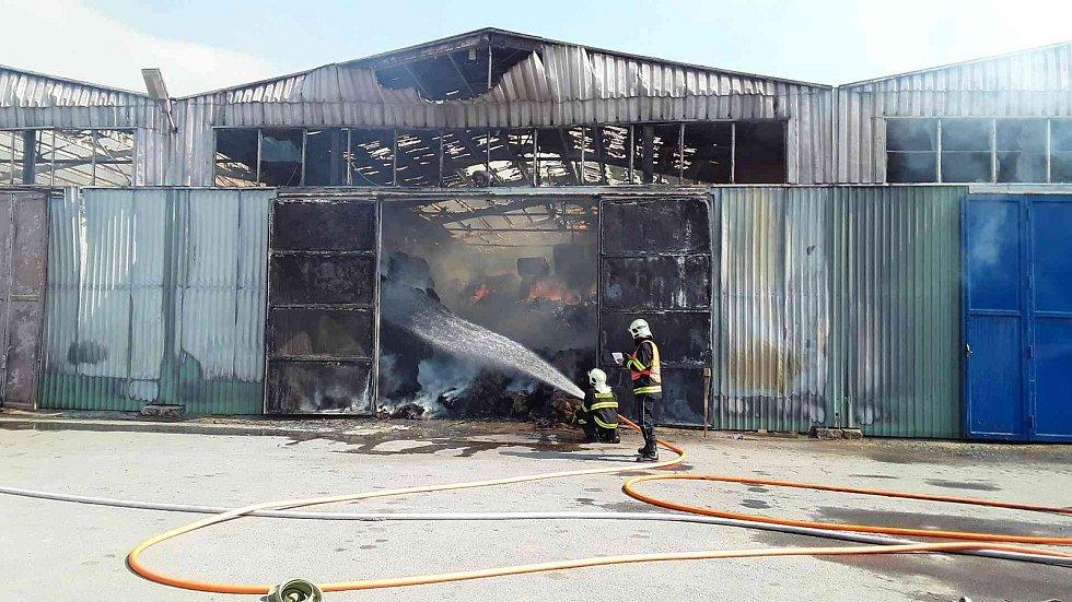 Požár haly v Olšanech na Šumpersku - 3. dubna 2019