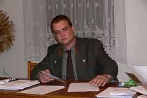 Ustavující zasedání ve Vernířovicích řídil odstupující starosta Jan Preč