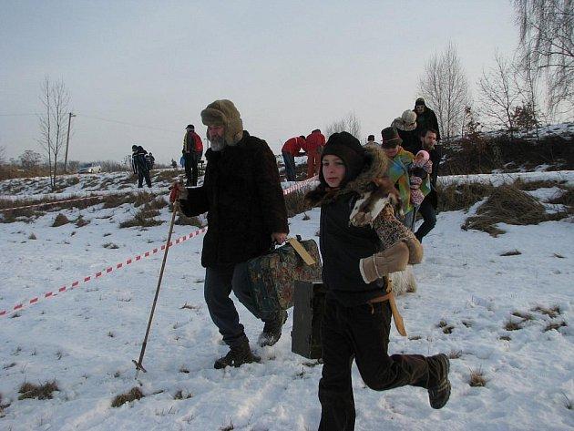 Z devátého ročníku recesistického běhu Welzlův kufr v Zábřehu