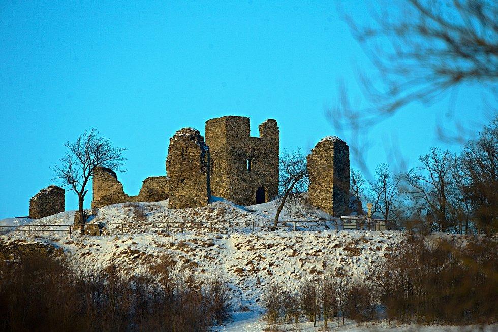 Zřícenina gotického hradu nad obcí Brníčko