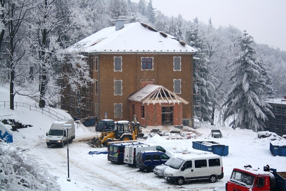 Jubilejní vila v jesenických lázních prochází kompletní opravou.