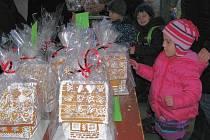 Předadventní trhy uspořádali ve středu 23. listopadu v Moravičanech. Na místním hřišti byly k dostání překrásně zdobené perníkové chaloupky a stromečky, adventní věnce, vánoční dekorace, ale také různé dobroty.