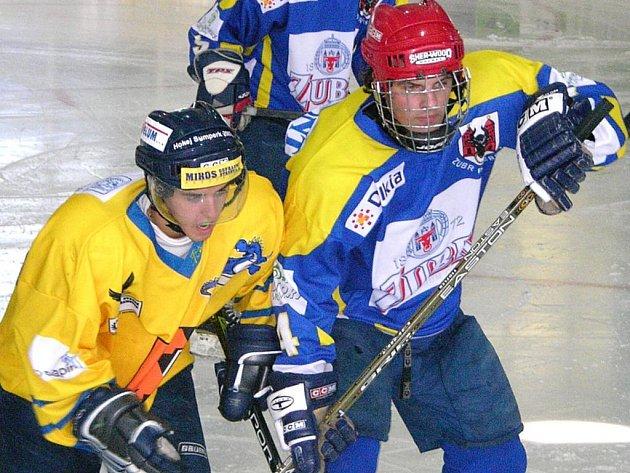 Kapitán šumperské hokejové juniorky Radek Fischer (žlutý dres).