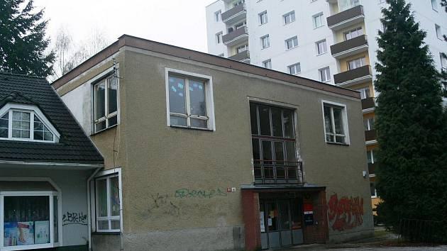 Budovu, v níž sídlí nejmenší šumperská pošta, posílá radnice do dražby