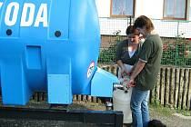 Po povodni v roce 2009 museli obyvatelé Skorošic brát pitnou vodu z cisteren. Vodovod byl nefunkční