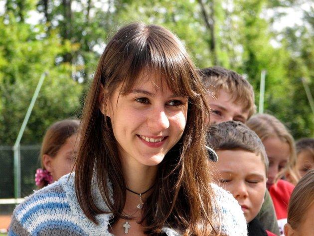 Tamara se na ozdravném pobytu v Račím údolí věnuje jako instruktorka malým dětem.