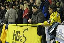 Fanoušci Draků na uničovském zimním stadionu.
