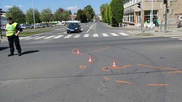 Nehoda 11. května na světelné křižovatce u marketu Lidl v Šumperku.