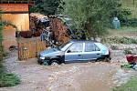 Přes Štítecko se v neděli 1. září odpoledne přehnala silná bouřka. Voda zaplavila několik domů, odplavovala i auta.