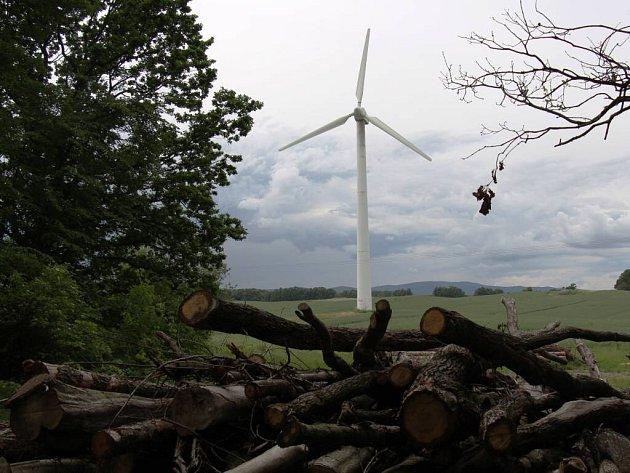 Větrná elektrárna ve Velké Kraši včervnu 2016.