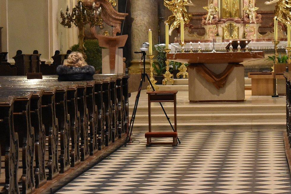 Technika k přenosu bohoslužeb v kostele sv. Bartoloměje v Zábřehu.
