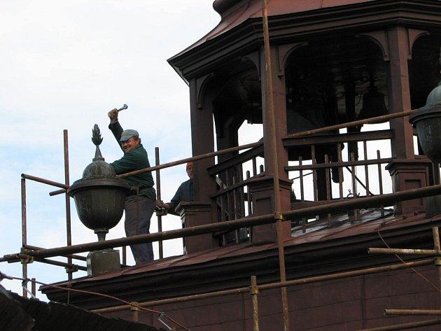 Opravy se mimo program dočká i věž a hodiny.