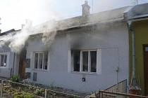 Hasiči likvidovali požár domu v Bánskobystrické ulici v Šumperku.