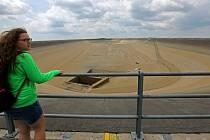 Vypuštěná horní nádrž přečerpávací vodní elektrárny Dlouhé Stráně při údržbě v roce 2014