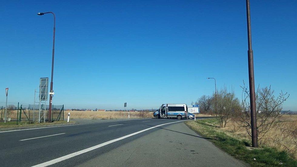 Hraniční přechod v Bílém Potoku u Javorníku v neděli 15. března dopoledne.