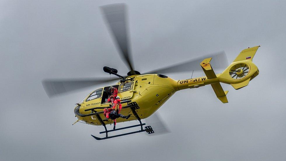 Záchranáři Horské služby Jeseníky absolvovali výcvik s leteckou záchrankou.