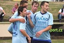 Petr Vodák (zcela vpravo) slaví gól v síti soupeře