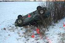 Ve dnech 12. a 13. ledna zasahovali policisté na Jesenicku u tří dopravních nehod. Všechny havárie měly společného jmenovatele – řidiči nepřizpůsobili rychlost na kluzké silnici.