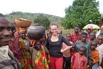 Eliška Maradová ze Zábřehu léčí obyvatele Burundi.