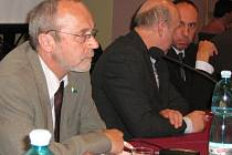 Jiří Staňa (vlevo) na středečním zasedání jesenického zastupitelstva