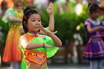 Dětský folklórní soubor z Číny v Šumperku