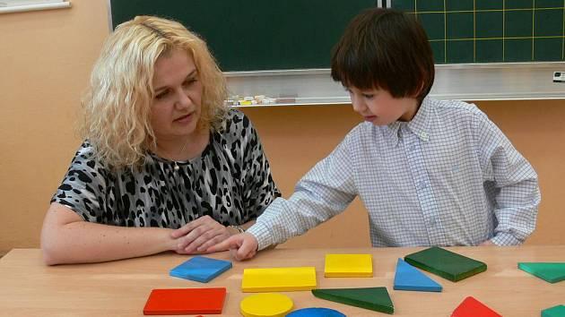 V Šumperku začaly zápisy do základních škol, snímky jsou ze školy v ulici 8. května (Hluchák)