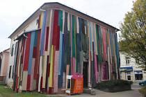 Budova bývalé jesenické knihovny proměněná pro potřeby festivalu V centru.