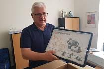 Zástupci nejzručnější ZŠ Šumavská převzali jako odměnu programovací stavebnici.