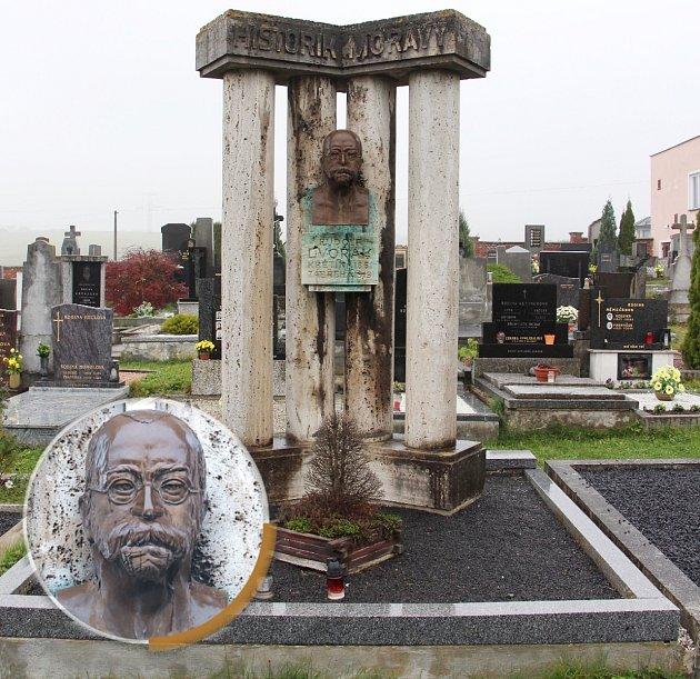 Rudolf Dvořák (1861-1919), Zábřeh. Od roku 1908byl druhým ředitelem gymnázia vZábřehu. Je autorem pětisvazkových Dějin Moravy, vZábřehu publikoval dějepisné učebnice pro studenty gymnázií. Zemřel na nákazu tyfem.