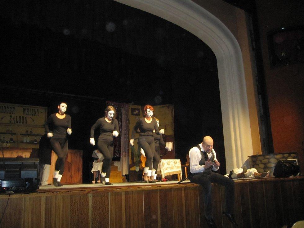 """""""Limonádového Joa"""" v podání vápennského divadla"""