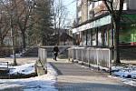 Sídliště Sever protínají toky Temenec a Bratrušovský potok. Klene se přes ně řada mostků.