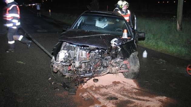 Řidič ze Šumperka havaroval u Zvole, při kolizi se zranili jeho kamarádi.