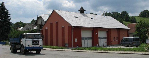 Budovu bývalého kina v Hrabišíně nechala tamní radnice zrekonstruovat na víceúčelovou obecní budovu, v níž získal své zázemí hlavně místní sbor dobrovolných hasičů a jeho zásahová jednotka.