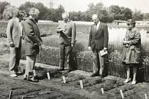 Snímek pravděpodobně z jednoho z rostlinářských výzkumných ústavů v Šumperku.
